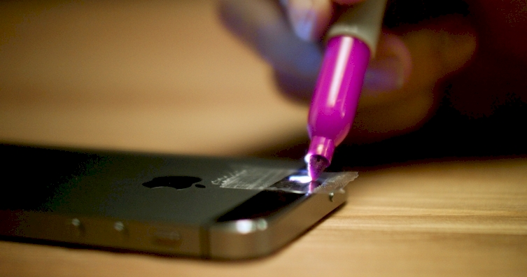 He Transforms His IPhone Into A Blacklight With Tape And Sharpies - Transform your phone into a blacklight using just a tape and sharpie