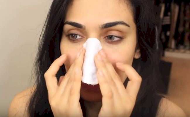 A Simple Mixture Of Baking Soda And Toothpaste May Be The Best Blackhead Remover Yet!