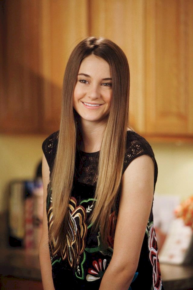 4. Shailene Woodley was diagnosed withScoliosis when she was 15 so when she started filming Secret Life, she was wearing a brace from her hips to her chest.