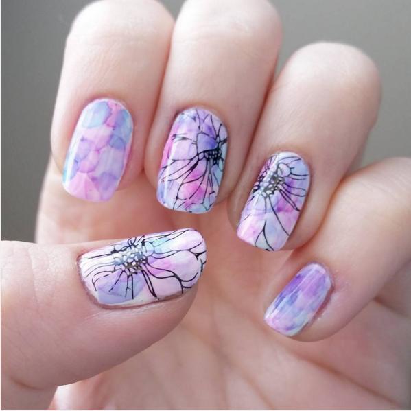 Акварельные цветы маникюр